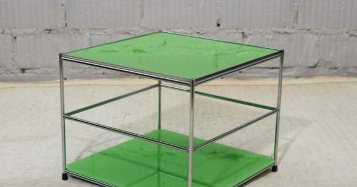 USM Haller Glasbeistelltisch mit zwei Glaselementen grün